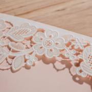 Бело – розовое свадебное приглашение