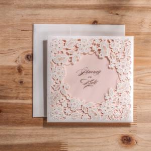 Бело - розовое свадебное приглашение фото